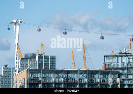 A view of the London Cable Car, also known as the Emirates Air Line, in Canary Wharf, London. Photo date: Saturday, July 28, 2018. Photo: Roger Garfie - Stock Photo