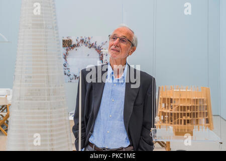 Renzo Piano with models for the Shard - Renzo Piano: The Art of Making Buildings in the Gabrielle Jungels-Winkler Galleries of the Royal Academy of Arts. Piano is an architect and Honorary Royal Academicianand this is  the first comprehensive survey of hiss career to be held in London since 1989 - forming part of the 250th anniversary of the Royal Academy. - Stock Photo