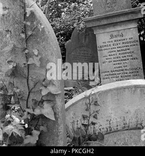 Gravestones, Highgate Cemetery, Hampstead, London, 1987. Gravestones in the West Cemetery, showing the headstones of George Elsy Rudduck (d1863) and John Barlow Rudduck (d1889) and William Ambrose (1832-1908), 'Late Master in Lunacy', a barrister who regulated the affairs of Chancery Lunatics. - Stock Photo