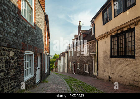 Late summer afternoon on Keere Street in Lewes, East Sussex, England. - Stock Photo