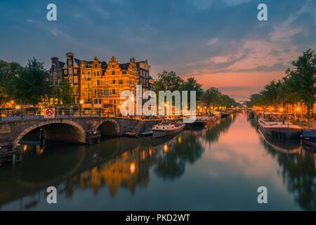 An evening in Amsterdam with the view from the Papiermolensluis to the Brouwersgracht. - Stock Photo