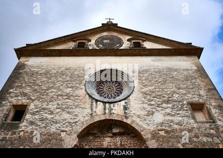 Mallorca Valdemossa historic oldtown church in summer - Stock Photo