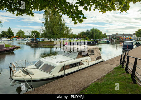 Boats on river Great Ouse in Ely, Cambridgeshire, England. - Stock Photo