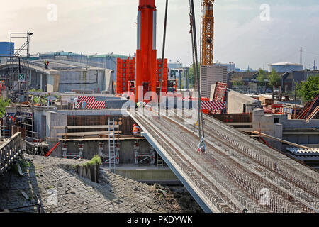 construction of the new rethe bridge in the port of Hamburg - Stock Photo