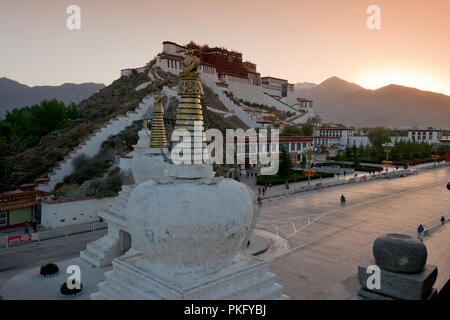 The Potala, sunrise at the winter palace of the Dalai Lama, Lhasa, Tibet, China - Stock Photo