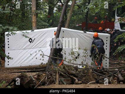 13 September 2018, North Rhine-Westphalia, Kerpen: Cops are putting up a jumping cushion. The police secure the beginning of an evacuation of the Hambach Forest. Photo: Oliver Berg/dpa - Stock Photo