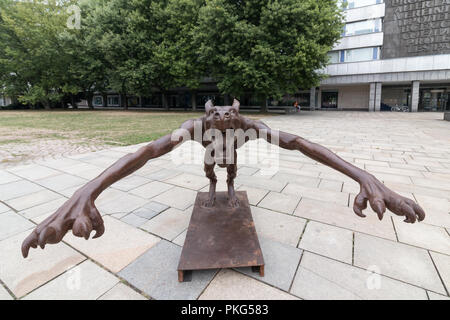 Chemnitz, Germany - September 13, 2018: View of a brass wolf greeting Hitler with Heil, the greeting of the National Socialists. The brass wolf is part of an installation by the artist Rainer Opolka, who wants to set a sign against hatred and violence after the big right-wing demonstrations a good two weeks after the murder of a German in Chemnitz by refugees. The art installation is directed against the strengthening of right-wing parties in Germany. Credit: Mattis Kaminer/Alamy Live News - Stock Photo