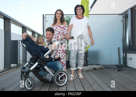 Renee WEIBEL, SWI, actress, with her partner Dirk MORITZ, actor, and her baby Nio Pepe, grandmother Gisela MORITZ, For the first time, the pair of actors are standing in front of the camera together with baby and grandma to test electric appliances for everyday use! The couple became known through the popular ARD Daily, AûVerbotene Liebe, Au, in which they played the roles Helena Graefin von Lahnstein and Daniel Fritzsche and fell in love, not only in the series, Aì, Aì. From now on they are together to see Aì for the first time with their little son Nio Pepe and grandma Gisela, Aì as a test f - Stock Photo