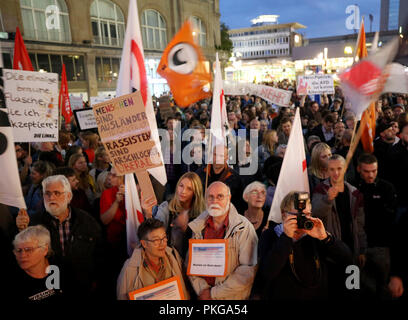 13 September 2018, North Rhine-Westphalia, Essen: 13 September 2018, Germany, Essen: Demonstrators listen to a speaker at the rally '#WIRSINDMEHR - rising up against right-wing rabble-rousing'. The left-wing alliance has called for participation 'Essen resists'. The reason is the xenophobic marches in Chemnitz. Photo: Roland Weihrauch/dpa - Stock Photo