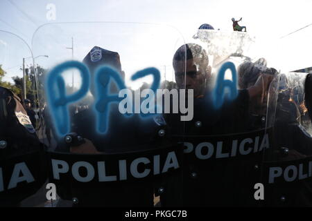 Managua, Nicaragua. 09th Sep, 2018. Policemen on duty during the March of the Hats, in which opposition sympathizers demaded the freedom of political prisoners, in Managua, Nicaragua, 13 September 2018. Credit: Jorge Torres/EFE/Alamy Live News - Stock Photo