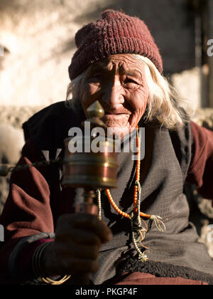 OLD WOMAN, TINGMOSGANG, OF LADAKH, LADAKH, JAMMU & KASHMIR, INDIA, ASIA - Stock Photo