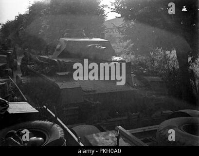 Wehrmacht Heer Panzerkampfwagen IV PzKpfw IV Panzer IV Ausf. D mit Panzertransporter - German Tank IV with Tank Transporter - Stock Photo