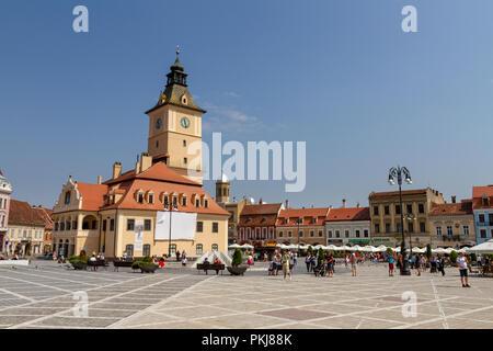 Council Square (Piața Sfatului) with Council House (Casa Sfatului) in Brasov, Romania. - Stock Photo