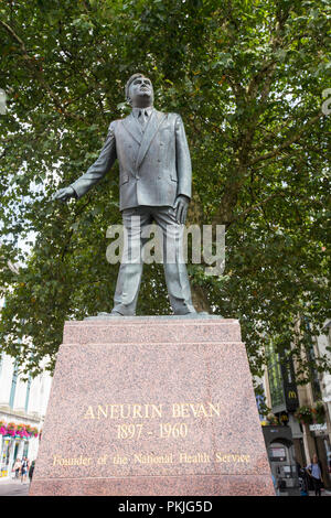 A statue of Aneurin Bevan, founder of the NHS in Cardiff, Wales, UK. - Stock Photo