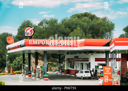 Saus, Catalonia, Spain - May 17, 2018: People Refuel Car With Fuel At The Empuries Oils Gas Station. - Stock Photo