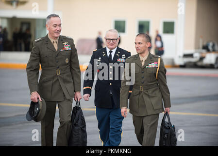 Mexico City, Mexico. 13th Sep, 2018. U.S. Marine Corps Gen. Joe Dunford, chairman of the Joint Chiefs of Staff, speaks with U.S. Marine Corps Lt. Col. Jose Acevedo, Marine Corps Attache, and U.S. Army Col. Edward M. Bonfoey III, Defense AttachО U.S. Embassy Mexico, before departing Mexico City, Mexico, Sept. 13, 2018. Credit: Us Joint Staff/Russian Look/ZUMA Wire/Alamy Live News - Stock Photo