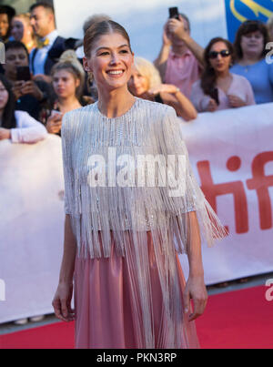 Toronto, Canada. 14th Sep, 2018. Actress Rosamund Pike poses for photos before the world premiere of the film 'A Private War' at Roy Thomson Hall during the 2018 Toronto International Film Festival in Toronto, Canada, Sept. 14, 2018. Credit: Zou Zheng/Xinhua/Alamy Live News - Stock Photo