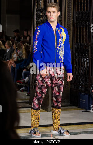 London, UK. 14 September 2018.  Ashley Isham by during Fashion Scout SS19. Credit: Marcin Libera Fashion Scout, the international showcase for fashion pioneers, is the UK's largest independent showcase for emerging and established design talent during London Fashion Week. Credit: Marcin Libera/Alamy Live News - Stock Photo