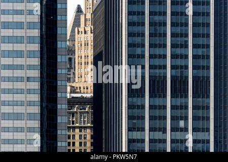04-2018 New York. USA. Conrast of old and new architecture in Manhattan. Photo: © Simon Grosset - Stock Photo