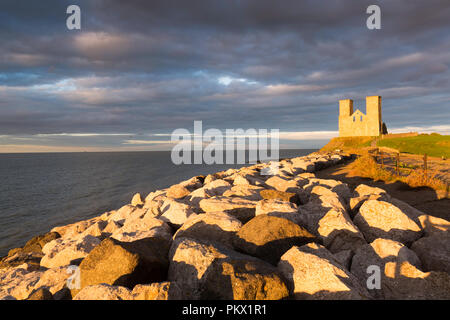 Pre-sunset light on Reculver Towers on the north Kent coast. - Stock Photo