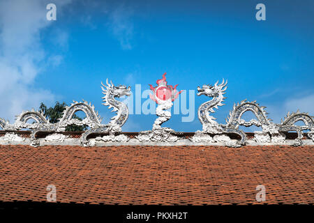 Traditional colorful dragons on roof a pagoda in Ha Noi, Vietnam - Stock Photo