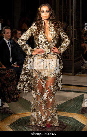 London, UK. 15th September 2018. Rohmir returned to London Fashion Week with a new collection at Fashion Scout SS19, Freemason's Hall, Covent Garden, London, UK. Swiss designer Olga Roh's elegant and intricately-embroidered designs were worn by both models and ballerinas in a stunningly theatrical catwalk show. 15th September 2018. Credit: Antony Nettle/Alamy Live News - Stock Photo