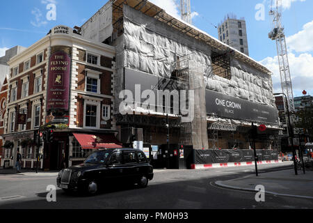 One Crown Place construction site and The Flying Horse traditional pub on Sun Street near Finsbury Square in the City of London UK    KATHY DEWITT - Stock Photo