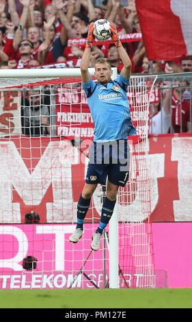 firo: 15.09.2018 Fuvuball, Football: 1.Bundesliga FC Bayern Munich - Bayer 04 Leverkusen, Lukas Hradecky, Bayer, Leverkusen, full figure, | usage worldwide - Stock Photo