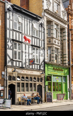 The historic front facade of the Red Lion pub  - the oldest pub in Southampton along the High Street, Southampton, Hampshire, England, UK - Stock Photo