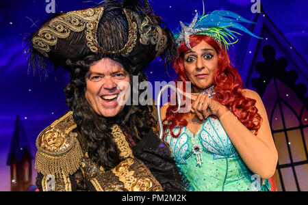 Birmingham Hippodrome, UK. 17th September 2018. Peter Pan Pantomime Photocall, The Birmingham Hippodrome, England, UK. 19 December 2018. Pictured is Meera Syal as the Magic Mermaid with Jimmy Osmond as Captain Hook. The pantomime runs from 19 December 2018 - 27 January 2019. Picture by Simon Hadley/ Alamy Live News. - Stock Photo