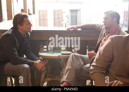 """(L-r) LEONARDO DiCAPRIO as Cobb and TOM HARDY as Eames in Warner Bros. Pictures' and Legendary Pictures' sci-fi action film """"INCEPTION,"""" a Warner Bros. Pictures release. - Stock Photo"""