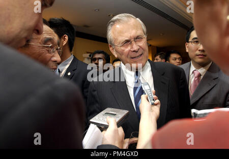 Secretary of Defense Donald H. Rumsfeld speaks with members of the press at the opening reception of the 4th International Institute for Strategic Studies Asia Security Conference: The Shangri-La Dialogue in Singapore on June 3, 2005.  The Asia Security Conference brings ministers of defense and other senior officials of Pacific nations together to discuss such topics as terrorism, piracy and defense capabilities in the region.  DoD photo by Tech. Sgt. Cherie A. Thurlby, U.S. Air Force.  (Released)  File Reference # 1003_133THA - Stock Photo