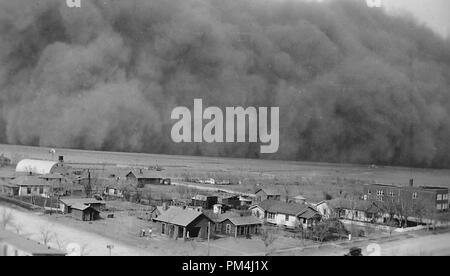 Dust Storm in Rolla, Kansas May 6, 1935   File Reference # 1003 477THA - Stock Photo