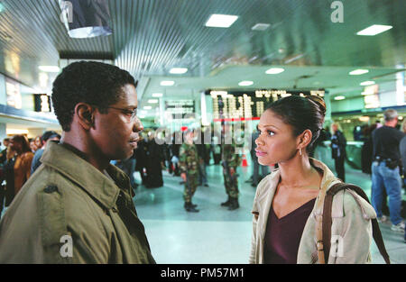 Film Still from 'The Manchurian Candidate' Denzel Washington, Kimberly Elise © 2004 Paramount Photo Credit: Ken Regan    File Reference # 30735279THA  For Editorial Use Only -  All Rights Reserved - Stock Photo