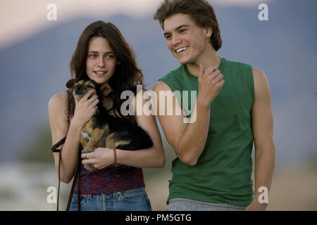 Film Still from 'Into the Wild' Kristen Stewart, Emile Hirsch © 2007 Paramount Vantage Photo credit: Chuck Zlotnick   File Reference # 30738429THA  For Editorial Use Only -  All Rights Reserved - Stock Photo
