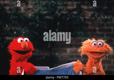 Film Still / Publicity Still from 'The Adventures of Elmo in Grouchland' Elmo, Zoey © 1999 Columbia  Photo Credit: James Bridges   File Reference # 30973647THA  For Editorial Use Only -  All Rights Reserved - Stock Photo