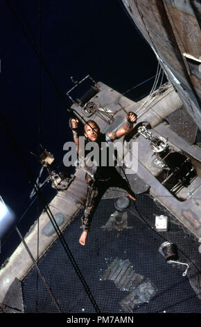 Film Still from 'Waterworld' Kevin Costner © 1995 Universal Pictures Photo Credit: Ben Glass  File Reference # 31043013THA  For Editorial Use Only - All Rights Reserved - Stock Photo