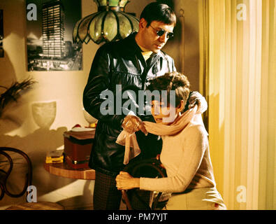 (Archival Classic Cinema - Audrey Hepburn Retrospective) Audrey Hepburn and Alan Arkin, 'Wait Until Dark' 1967 Warner File Reference # 31569 055THA - Stock Photo