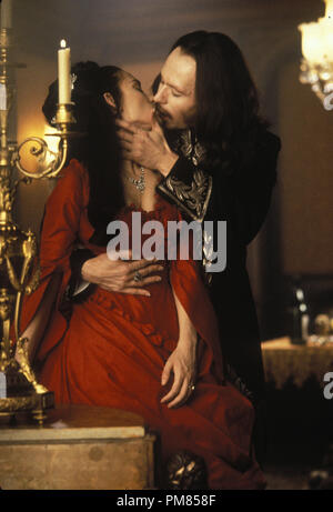 Film still or Publicity still from 'Bram Stoker's Dracula' Winona Ryder, Gary Oldman © 1992 Columbia Photo Credit: Ralph Nelson All Rights Reserved   File Reference # 31487 039THA  For Editorial Use Only - Stock Photo