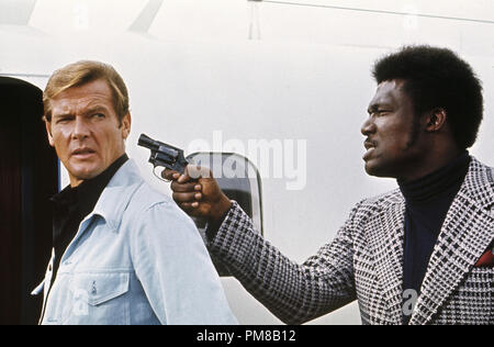 Studio Publicity Still: 'Live and Let Die'  Roger Moore, Tommy Lane 1973 UA File Reference # 31781 096 - Stock Photo