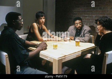 Film still or Publicity still from 'Jungle Fever' Wesley Snipes, Veronica Webb, Spike Lee and Annabella Sciorra © 1991 Univeral All Rights Reserved   File Reference # 31527104THA  For Editorial Use Only - Stock Photo