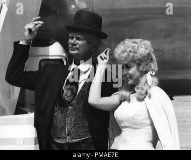 Donna Douglas, Buddy Ebsen, 'The Beverly Hillbillies', 1967 CBS File Reference # 32509_641THA - Stock Photo
