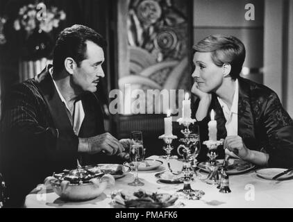 James Garner and Julie Andrews in 'Victor/Victoria', 1982 MGM  File Reference # 32633_669THA - Stock Photo