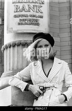 Faye Dunaway, 'Bonnie and Clyde' 1967 Warner Bros.   File Reference # 32633_914THA - Stock Photo