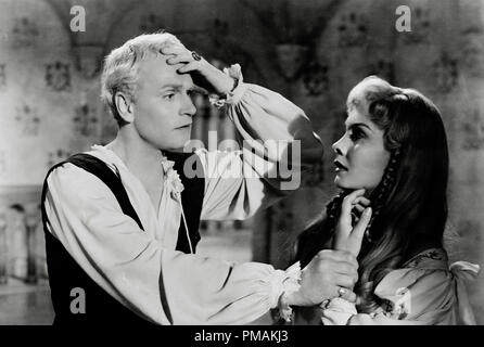 Laurence Olivier, Jean Simmons, 'Hamlet' (1948) Universal International  File Reference # 33300 539THA - Stock Photo