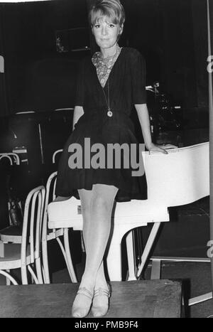 Petula Clark, 1966 © JRC /The Hollywood Archive - All Rights Reserved File Reference # 32557 745THA - Stock Photo