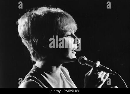 Petula Clark circa, 1967 © JRC /The Hollywood Archive - All Rights Reserved File Reference # 32557 811THA - Stock Photo