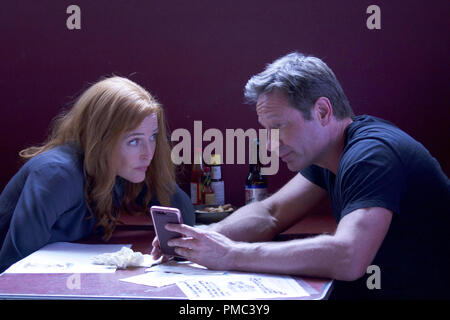 THE X-FILES:  L-R: Gillian Anderson and David Duchovny in the 'This' episode of THE X-FILES on Fox. © 2018 Fox Broadcasting Co. Cr:  Shane Harvey/Fox - Stock Photo