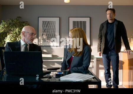 THE X-FILES:  L-R:  Mitch Pileggi, Gillian Anderson and David Duchovny in the 'Kitten' episode of THE X-FILES on Fox. © 2018 Fox Broadcasting Co.  Cr:  Shane Harvey/Fox - Stock Photo