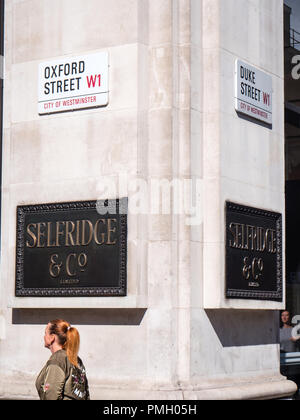 Selfridges and Co Plaque, Selfridges, Oxford St, London, England, UK, GB. - Stock Photo